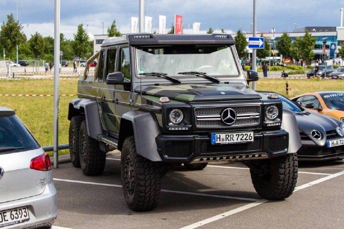 精美汽车图集:身穿迷彩装的奔驰G63 6 X 6