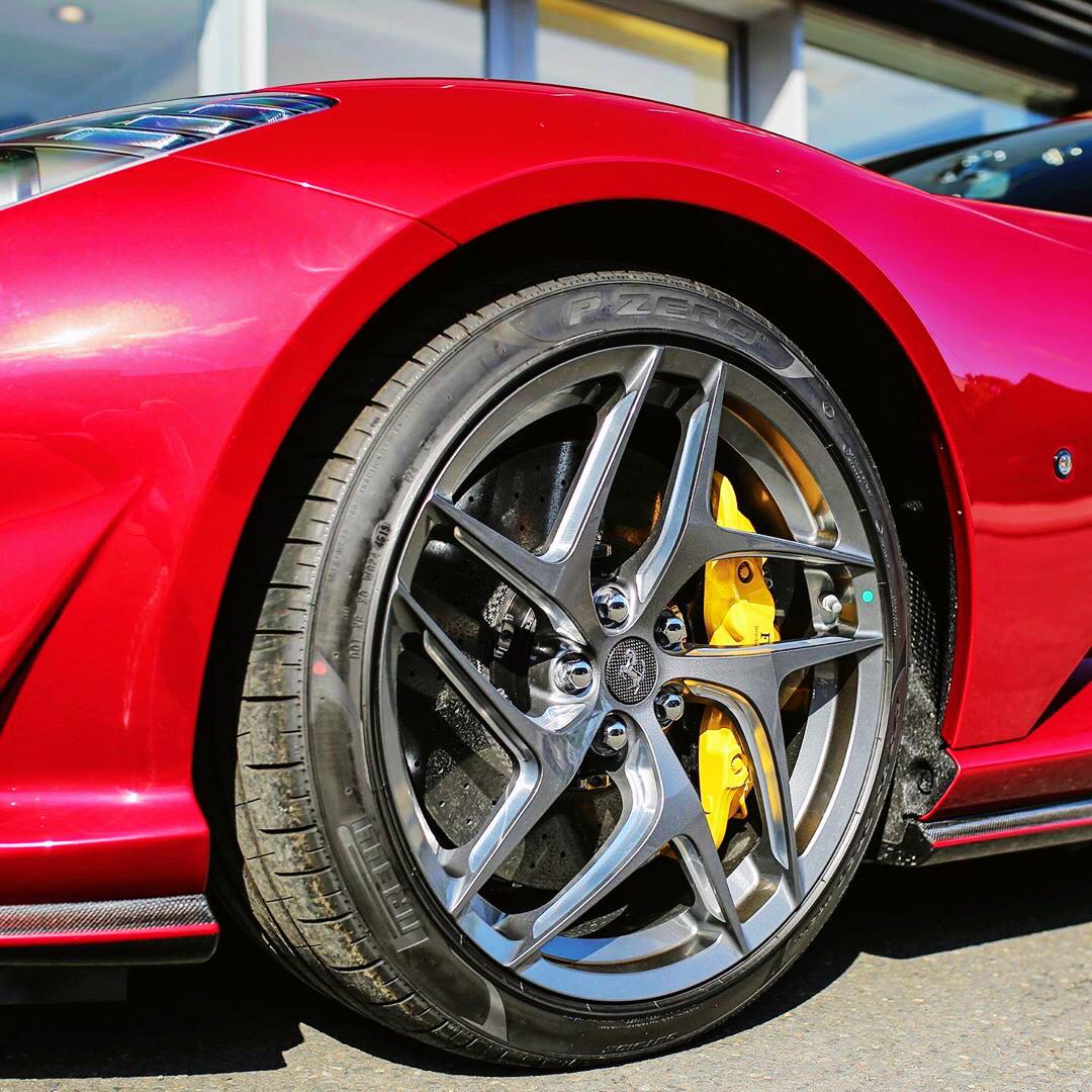 一台V12神器 Ferrari 812 Superfast