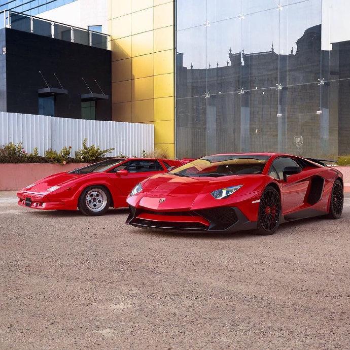 兰博基尼Countach & Aventador SV 车门的设计也太酷了!