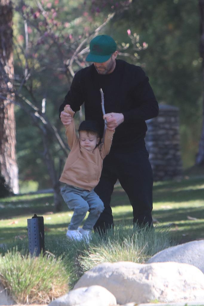 杰森·斯坦森与儿子嬉戏温馨