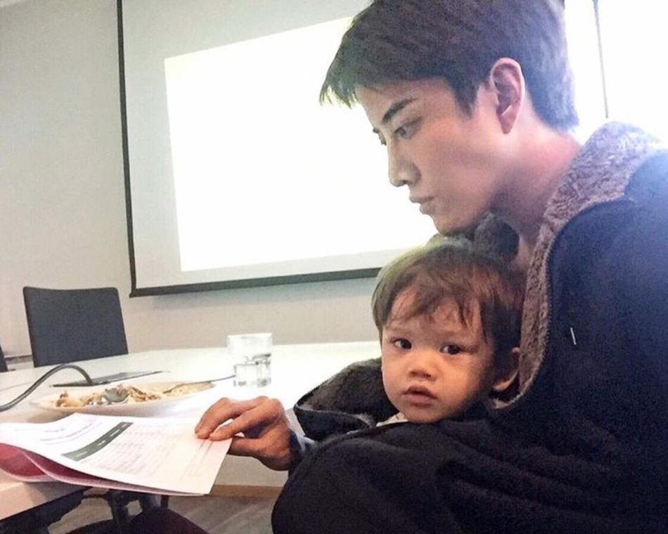 泰国帅气奶爸Mike和儿子的超有爱的日常图片