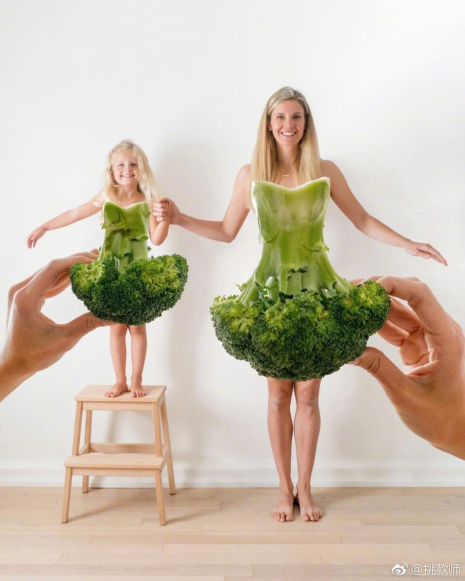 超有创意的母女水果装亲子照