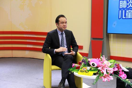 北京和睦家医院儿科主任、医学博士杨明做客新浪育儿直播间