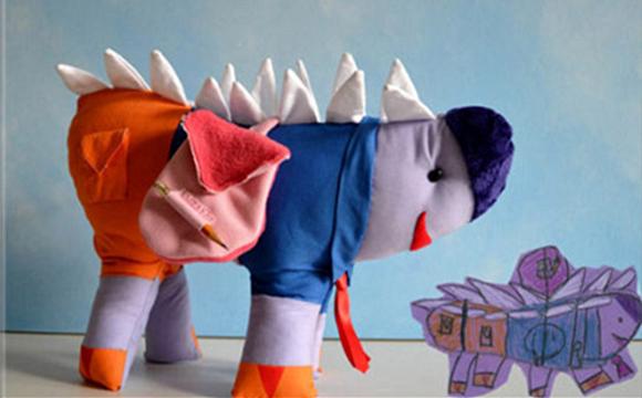 一位把四岁儿子的涂鸦做成长毛绒玩具
