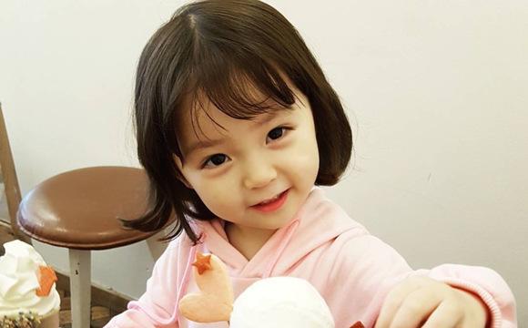 韩国小萝莉在社交媒体上走红