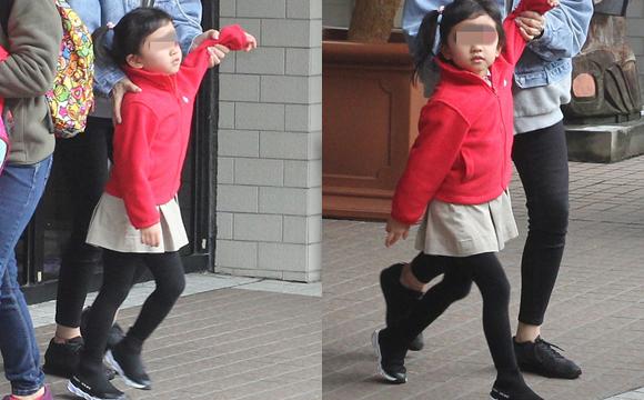 小糯米穿红衣可爱细腿?#31983;?#22920;妈