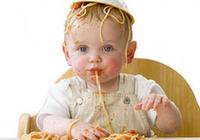 想要宝宝好好吃饭?大人不要喂