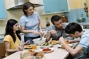 饭桌上可以和孩子聊些什么?