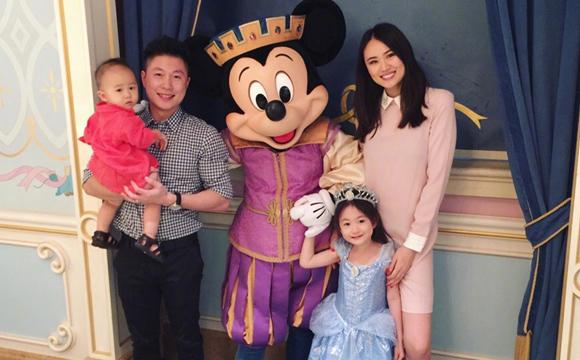 李小鹏二胎儿子1周岁 全家庆祝