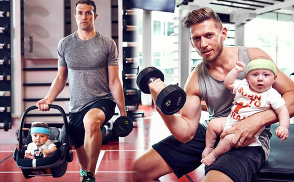 奶爸带孩子一起健身:萌娃被粑粑当成健身工具