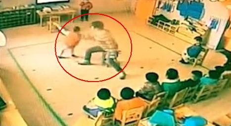 江苏一幼儿园被曝打骂幼童 小女孩拼命摆手求饶图片