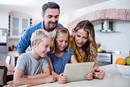 父母太严厉孩子更易染网瘾