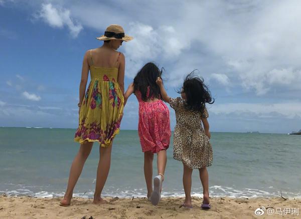 马伊琍两个女儿都是大长腿