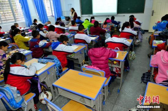 资料图:学生在上课。邹远景摄