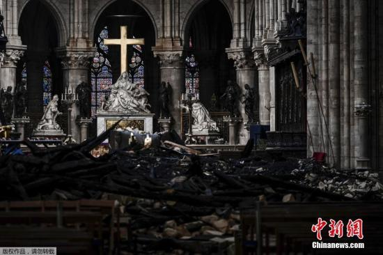 资料图:当地时间2019年5月15日,法国巴黎,外媒称,巴黎最著名的地标之一——巴黎圣母院在遭遇大火近一个月后,其内部被损毁的视频才得以公开。