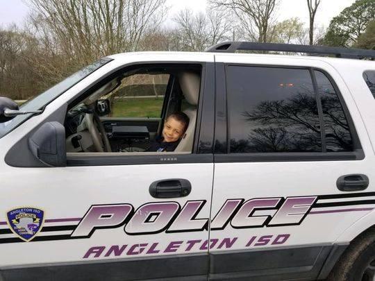 6岁患癌女孩警察梦成真