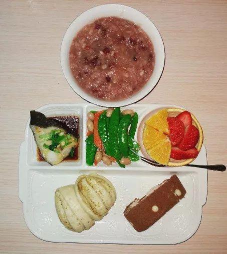 主食:小花卷+小蛋糕+杂粮粥