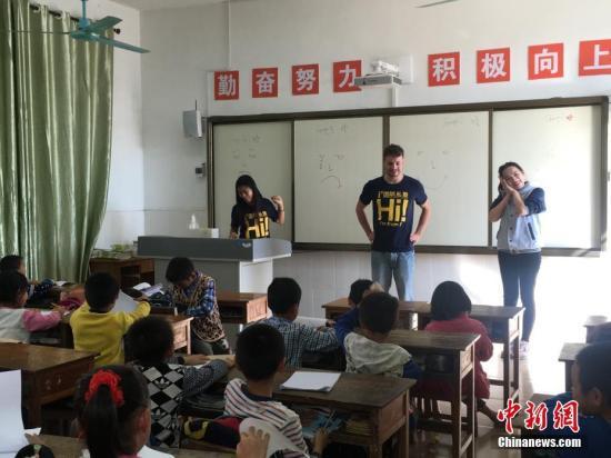 资料图:外籍教师在授课。吴妤 摄(注:图文无关)
