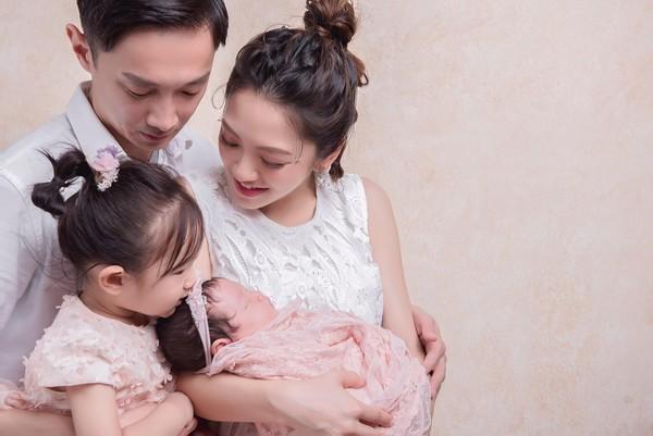 杨千霈二胎女儿双满月