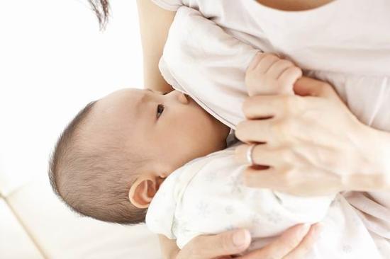 哺乳期月经来了 乳汁就没营养了?