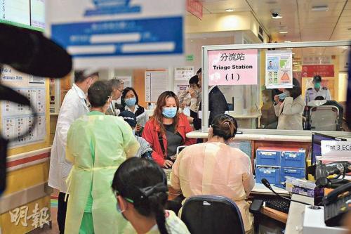 资料图:流感高峰期香港公立医院内科病房爆满。图片来源:香港《明报》/赖俊杰 摄
