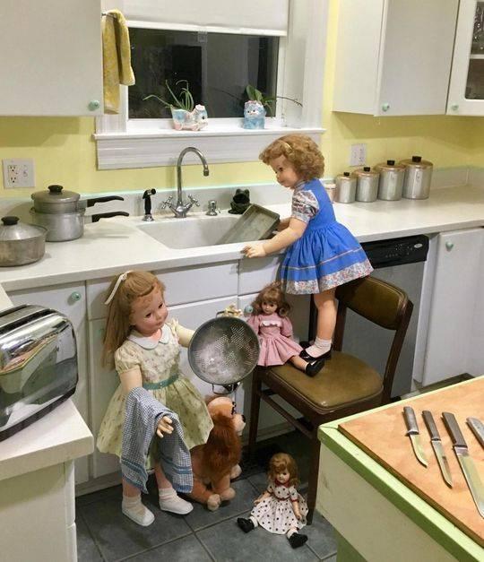 小家伙们在厨房里似乎最方便。