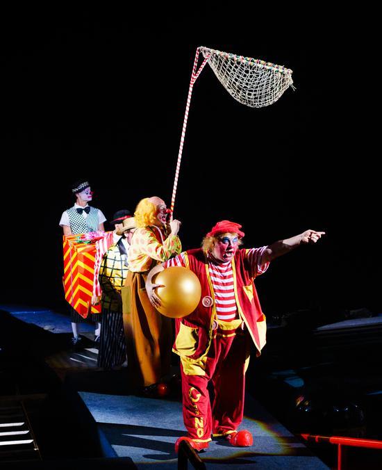 ★小丑投篮★滑稽的小丑们惊艳登场,鲜艳的服饰、搞怪的表情、令人捧腹和惊喜的情节,还有与观众零距离互动,带来触手可及的欢笑!