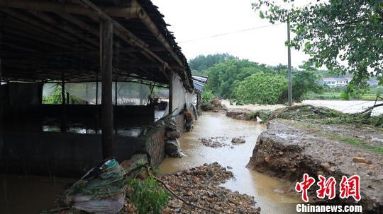 部分乡镇基础设施受灾严重。 通讯员 肖拾全 摄