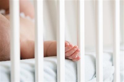 儿童床护栏有防止儿童摔下床,保护儿童的作用。图/视觉中国