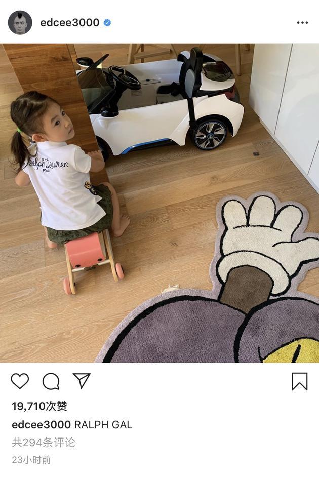 陈冠希社交平台晒照