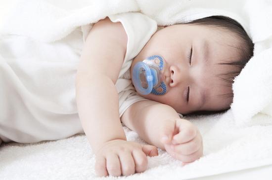 究竟该不该给宝宝安抚奶嘴?