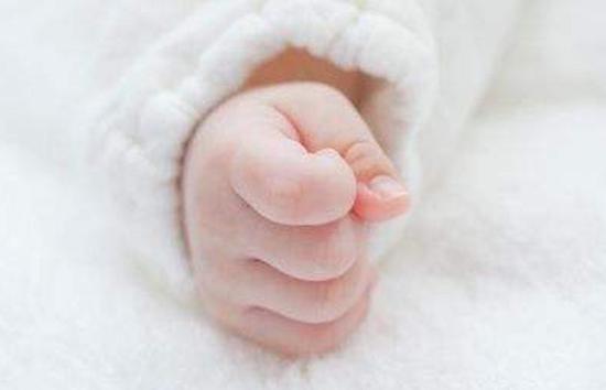 美国女子误以为自己患肾结石 赴医院诞下三胞胎