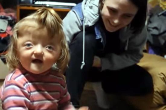 2岁的索菲亚<div id=