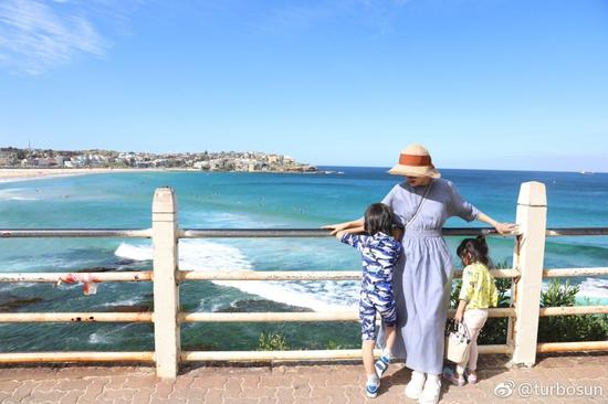 孙俪与儿女在悉尼的合照