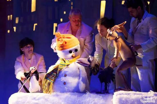 木偶剧《想见太阳的雪人》