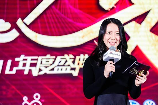 新浪教育总监梁莹出席盛典并发表致辞