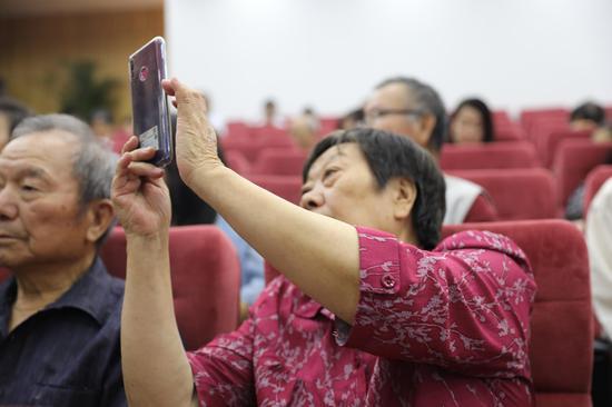 认真学习 拍照记录下核心知识点的奶奶