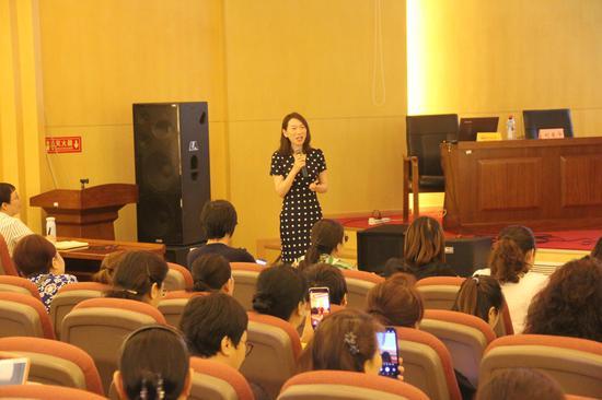 首都儿科研究所儿童早期综合发展研究室刘爱华为大家讲课