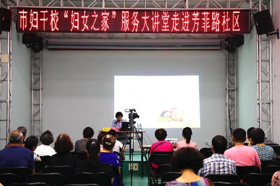 首都儿科研究所附属儿童医院眼科副主任医师张浩为大家讲课