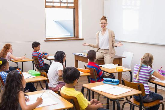 五部门:中小学思政教师违反职业道德将调岗