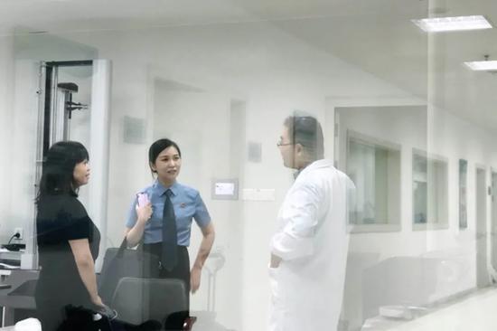 前往鉴定机构详细了解口罩鉴定标准和实测情况
