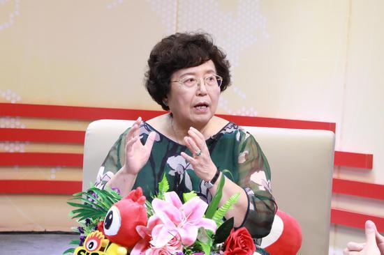 直播过程中,张思莱教授在讲授育儿知识