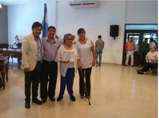 阿德尔玛·门德斯顺利毕业(图源:阿根廷《国家报》)