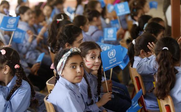 在黎巴勒斯坦难民儿童迎来开学季