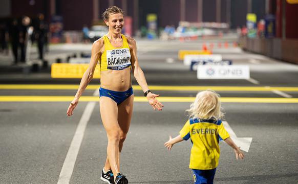 世锦赛马拉松萌娃终点等妈妈