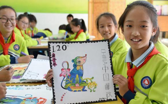 小学生绘制生肖图案邮票