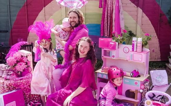 婚纱设计师给全家人打造多彩套装