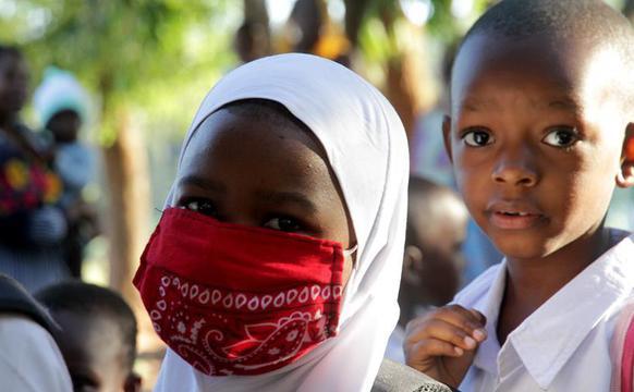 坦桑尼亚中小学生开学复课