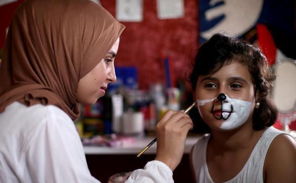 巴勒斯坦艺术家用面部彩绘教导儿童防疫