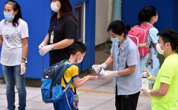香港疫情缓和 中小学校全面复课
